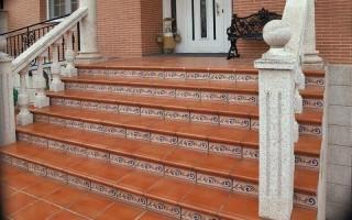 Клинкерные ступени для крыльца на улице