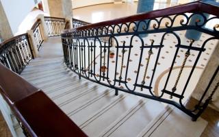Ограждения лестниц: нормы, ГОСТы, виды