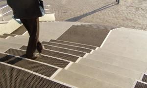 Противоскользящие коврики на ступени на улицу