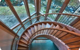Винтовая лестница на второй этаж для дачи