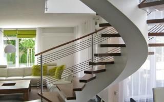 Лестница на второй этаж на даче: прямая, Г и П образная
