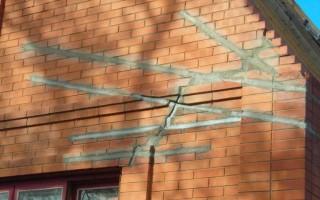 Трещина в стене кирпичного дома: чем заделать?