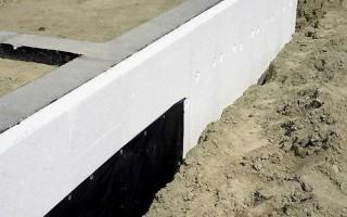 Как и чем утеплить фундамент построенного дома снаружи