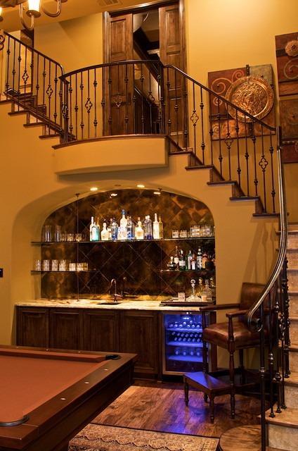 бар под лестницей