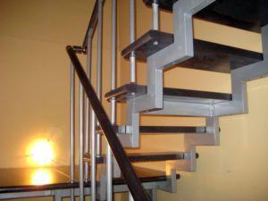 крепление ограждения лестницы