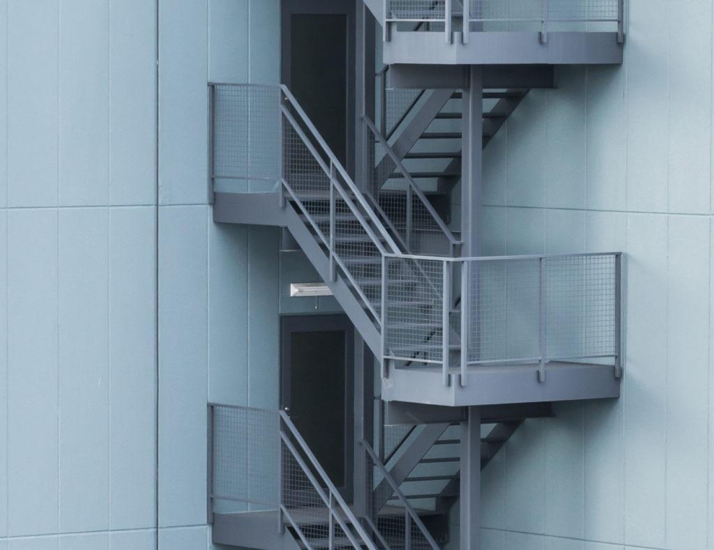 наружные металлические поворотные лестницы