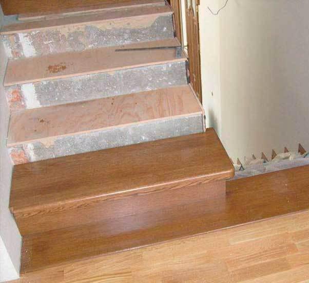 укладка ступеней и подступенков на бетонную лестницу