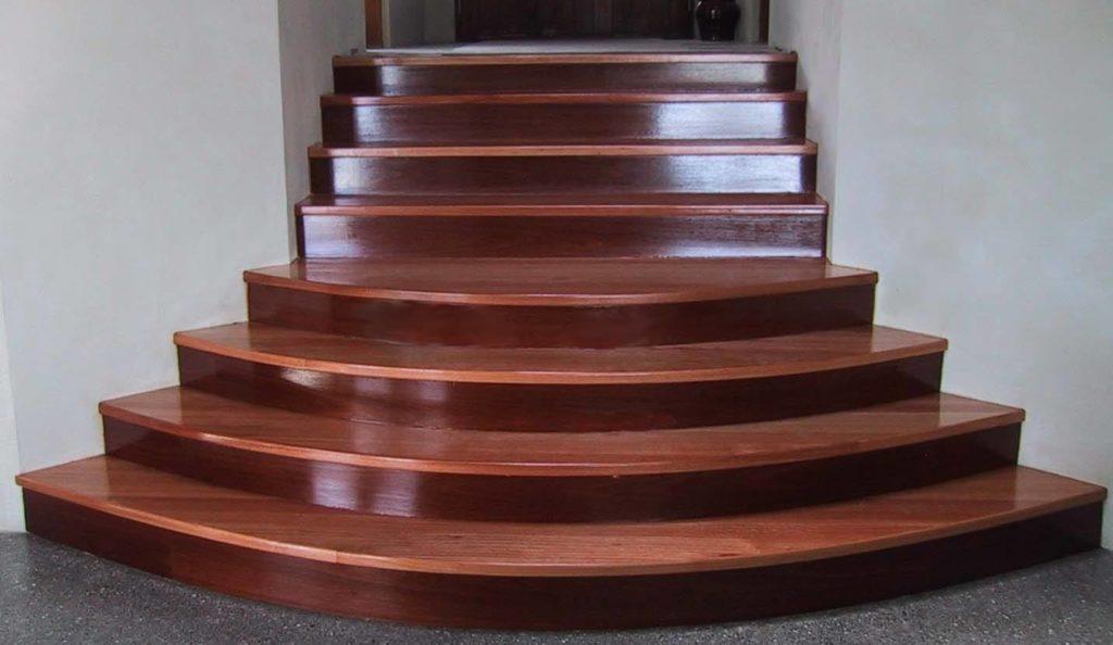 деревянные полукруглые ступени