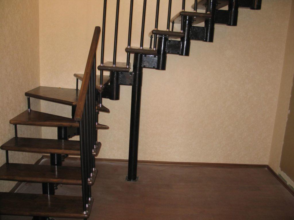 Модульная конструкция с забежными ступенями