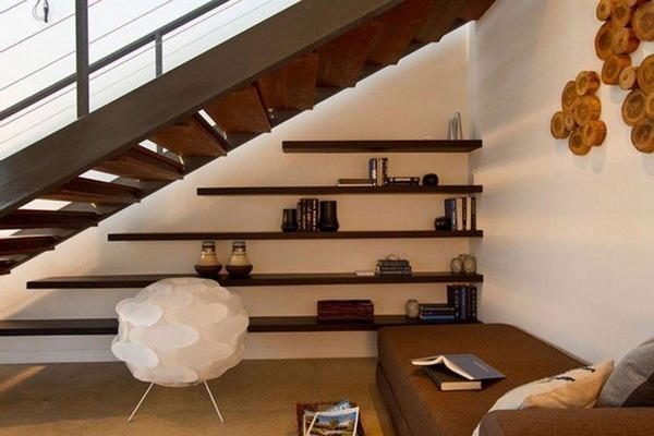 декор под лестницей