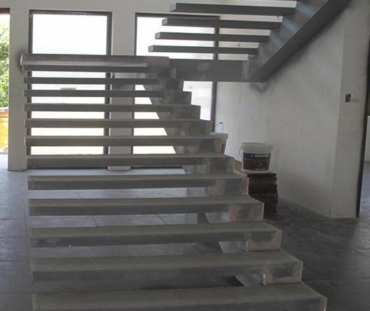 бетонная лестница со смещенным косоуром
