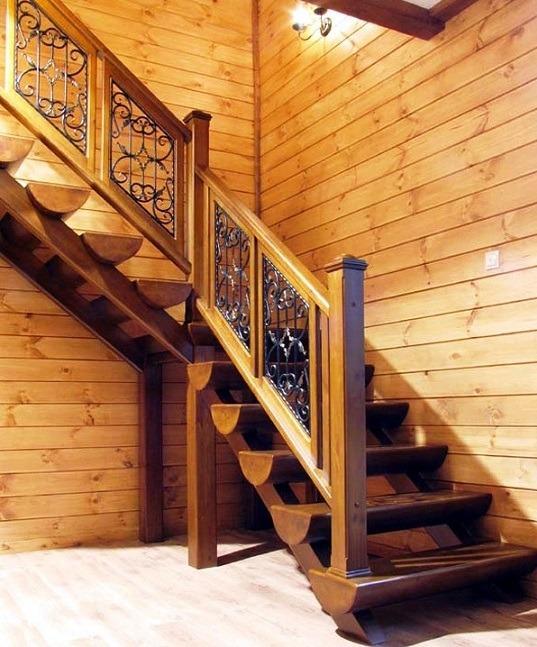 Г-образная лестница в стиле кантри