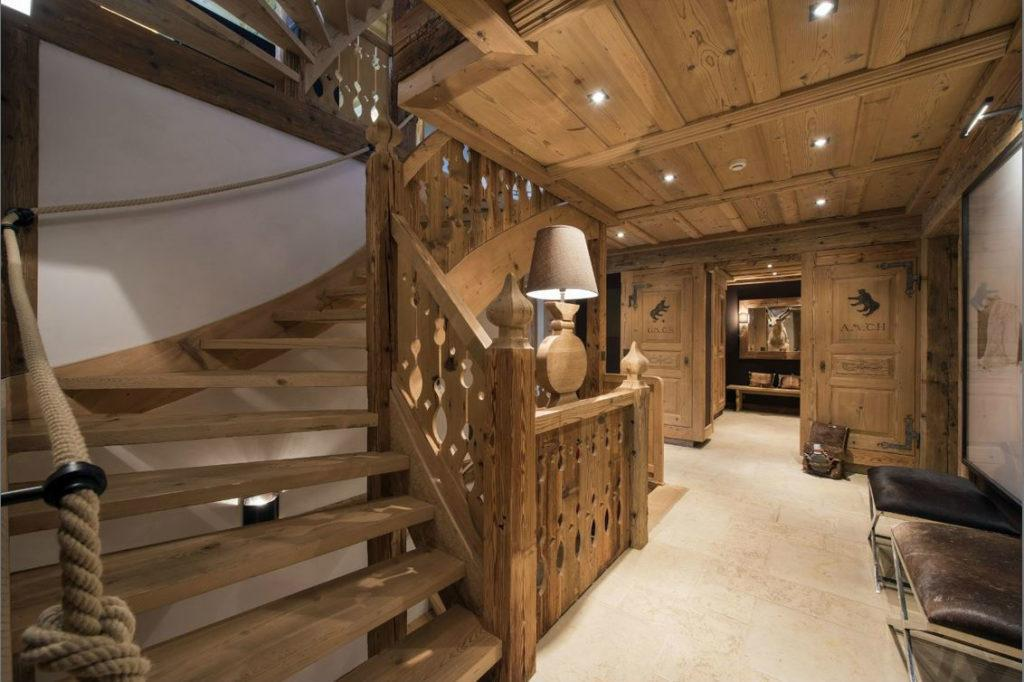 Забежная лестница в стиле шале
