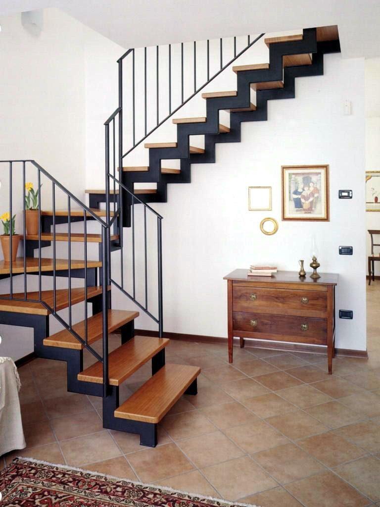 оформление лестницы на металлическом каркасе