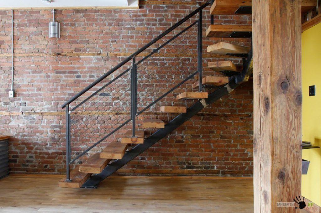 Забежная лестница в стиле лофт