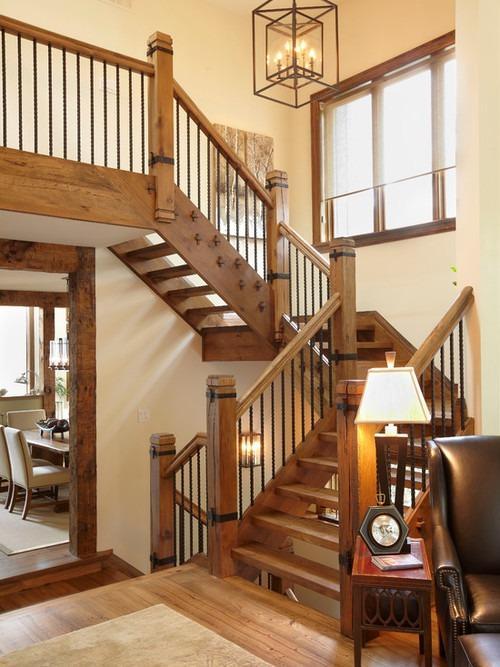 П-образная лестница в стиле кантри