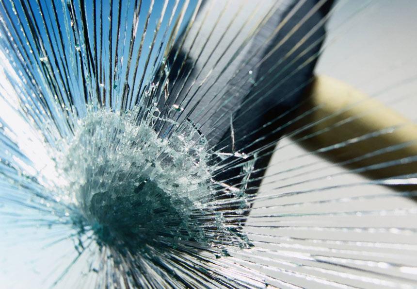 прочность стеклянные ограждений