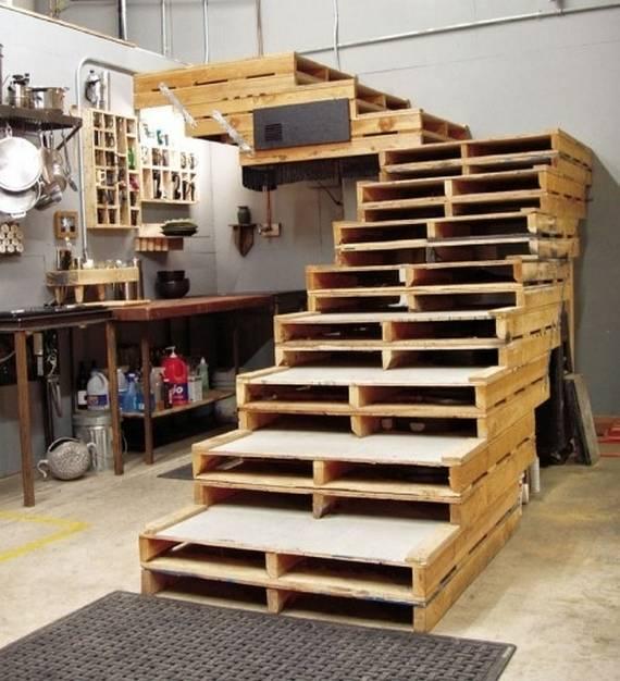 Г-образная лестница из поддонов