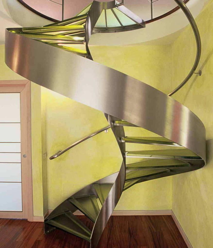 металлическая лестница в интерьере