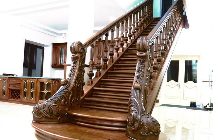 классические деревянные перила