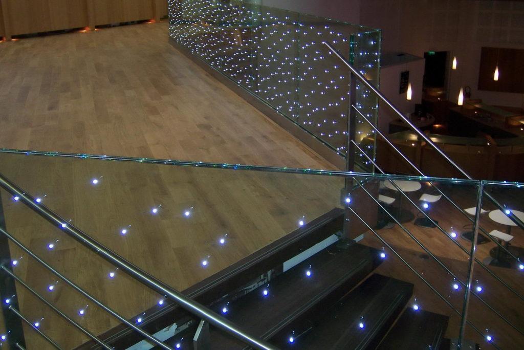 стеклянное ограждение с подсветкой