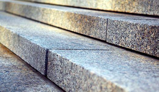 ступени из цельного камня