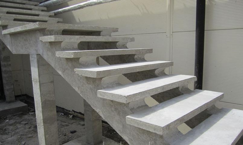 бетонная лестница на двух косоурах