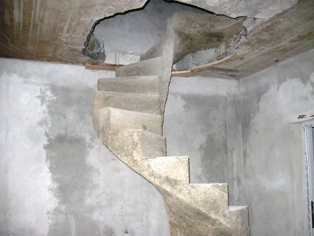 лестница на мансарду из бетона