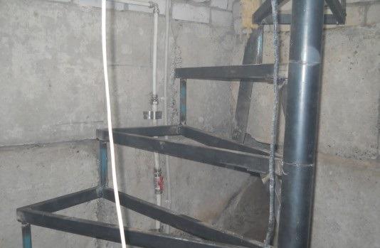 каркас ступеней винтовой лестницы