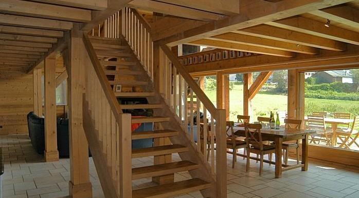 прямая лестница в стиле шале