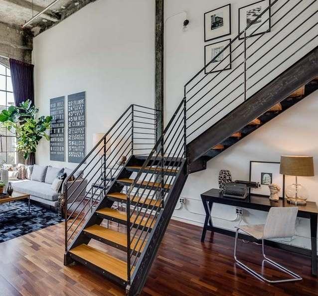 Г-образная лестница в стиле лофт