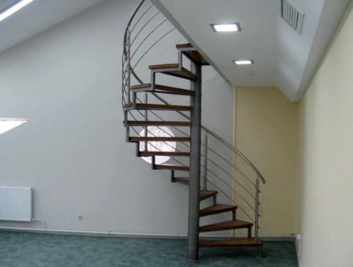 винтовая металлическая лестница