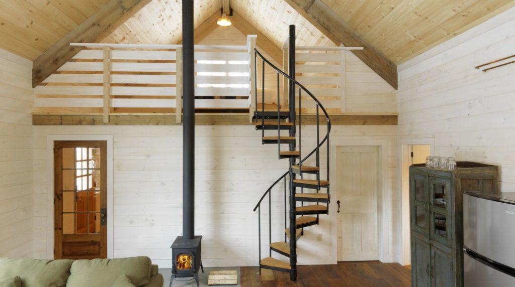 винтовая лестница на мансардный этаж