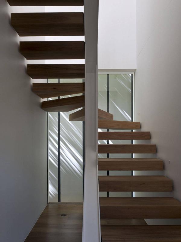 Забежная лестница в скандинавском стиле