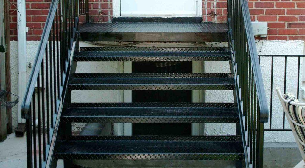 площадка с лестницей