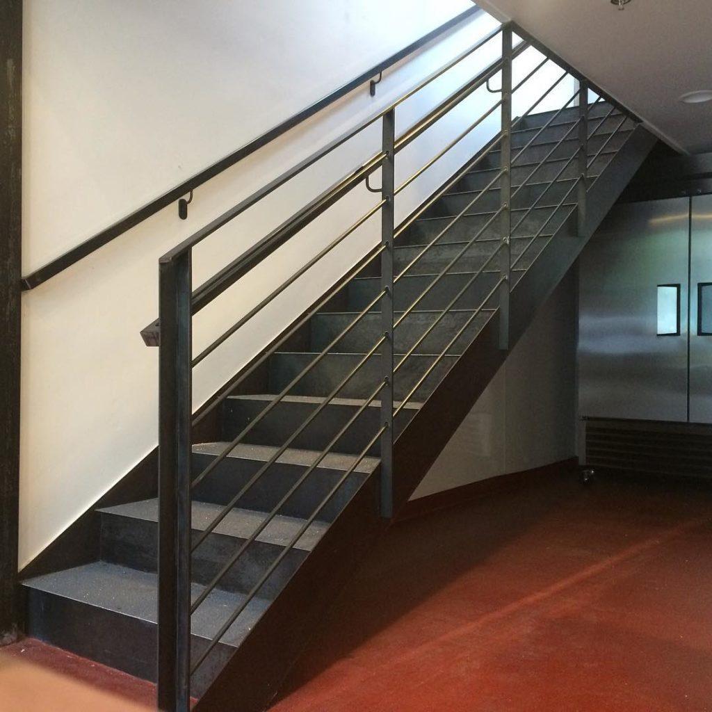 прямая лестница на тетиве