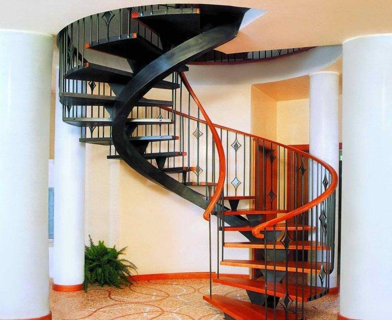 винтовая металлическая лестница на косоуре