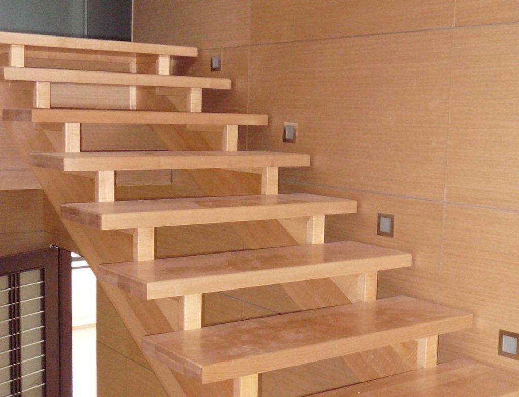 косоур для деревянной лестницы