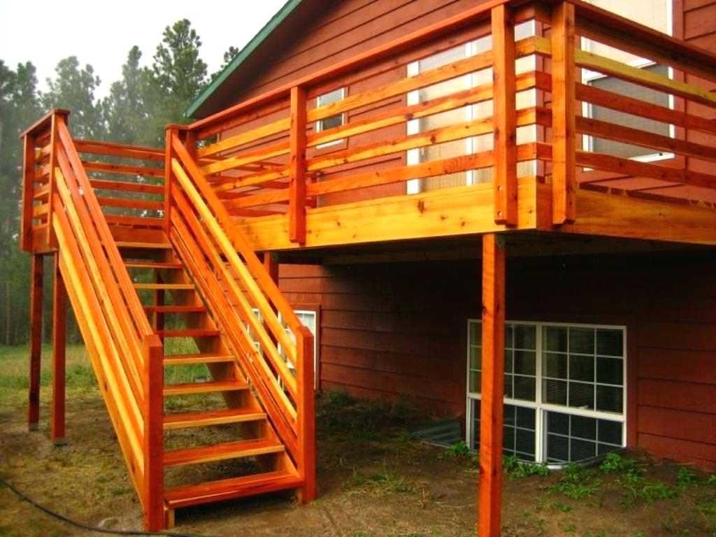 деревянная лестница на улице
