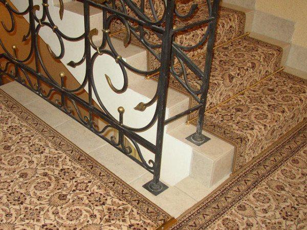 прижимные рекйки для ковров на ступени
