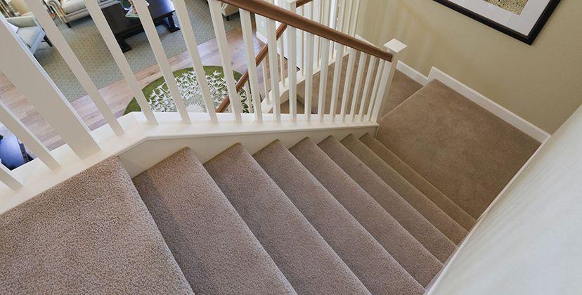 лестница обшитая ковролином