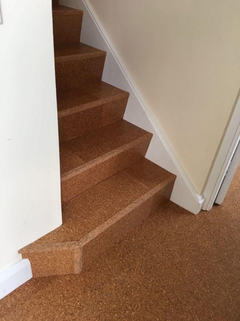 пробковое покрытие на лестницу
