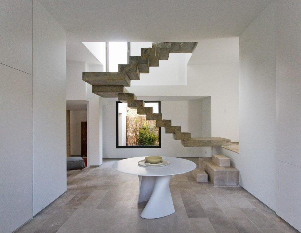 отделка бетонной лестницу