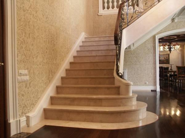 облицовка мрамором бетонной лестницы