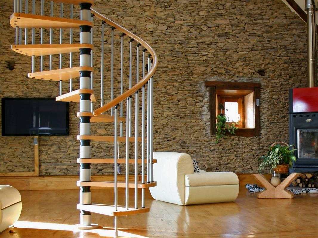 Сборная внтовая лестница