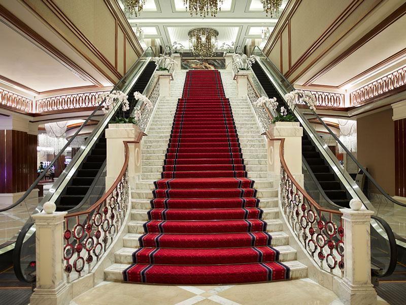 Безопасность на мраморной лестнице