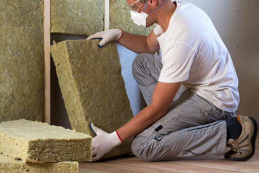 Чем утеплять дом пенопластом или минватой